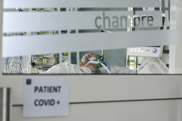Patient atteint par la Covid à l'hôpital