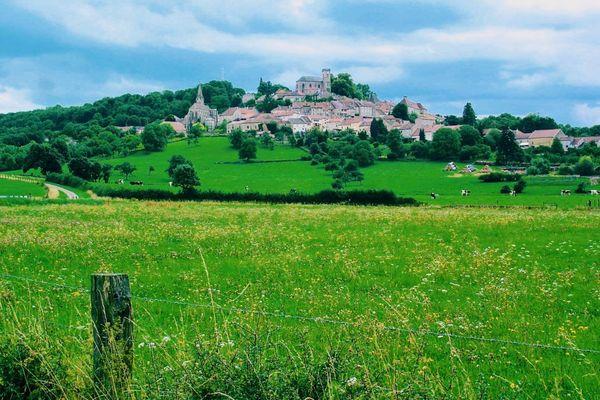 Le village de Bourmont (Haute-Marne).