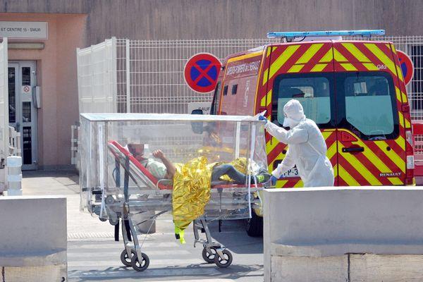 Transfert sous hautes précautions d'un malade atteint du Covid19, le 11 août dernier au CHRU de Lapeyronie à Montpellier.