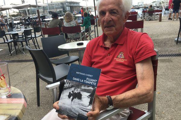 """""""Fluant dans la tempête"""", le dernier roman de Bertrand Chéret"""