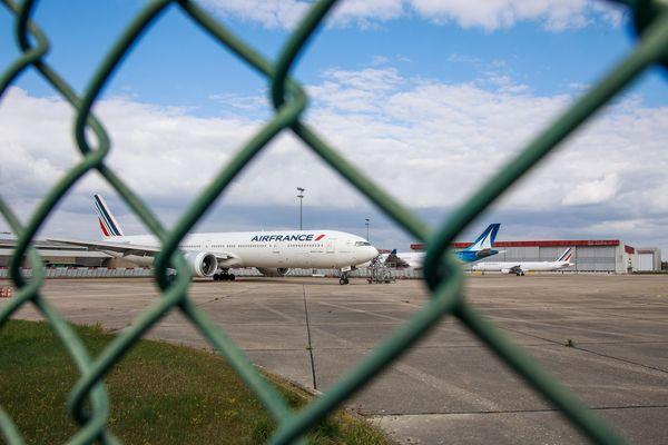 En raison de la crise sanitaire liée au coronavirus, l'aéroport d'Orly est à l'arrêt depuis le 31 mars. Il n'y a plus de liaison direct entre la Corse et Paris.