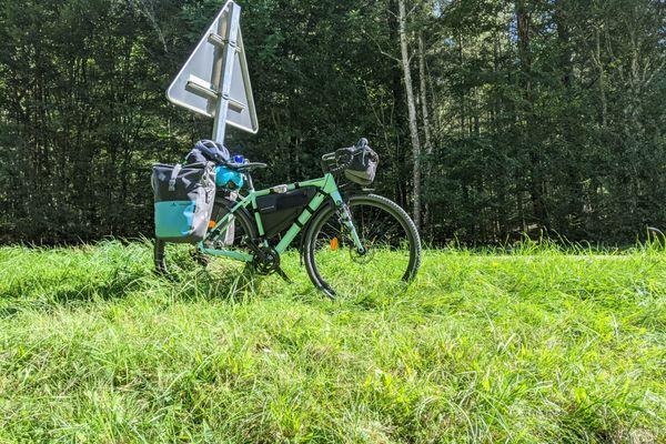 Le vélo de Clément qui l'accompagnera la durée de son périple - 23 septembre 2021