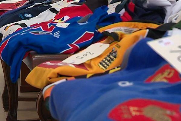 Pas moins de 735 maillots de la collection Chwartz sont en vente.