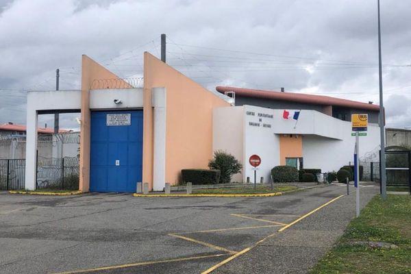 En juillet 2021, la maison d'arrêt de Toulouse-Seysses avait un taux d'occupation de 186% avec 898 détenus pour 482 places dans le quartier des hommes.