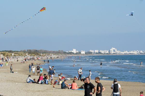 Cet été, pour se rendre à la plage, les places de stationnement seront chères sur le littoral héraultais - été 2020
