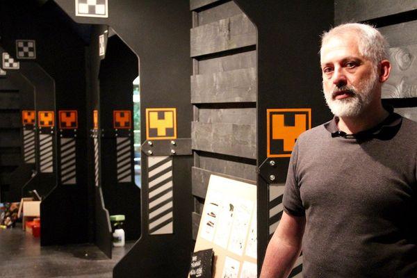 Fred Blanchard dans son expo en chantier