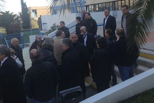 Une quarantaine de médecins se sont rassemblés devant la CPAM ce mercredi.