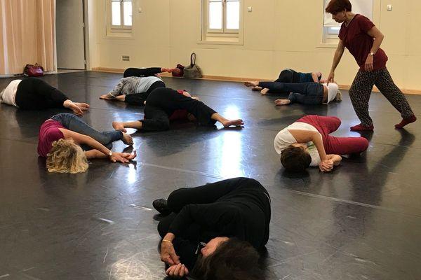 A l'Agora de Montpellier, Sonia Onckelinx propose une approche de la danse contemporaine à travers la méthode Feldenkrais