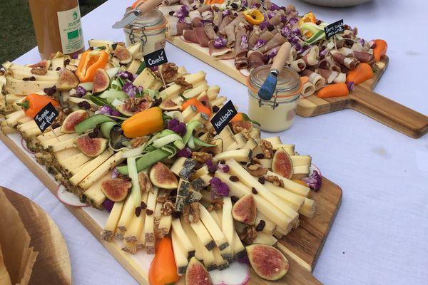 Des fruits moches, des légumes déclassés, des pains issus de surplus de production, Clémence en fait de jolis et délicieux plats.