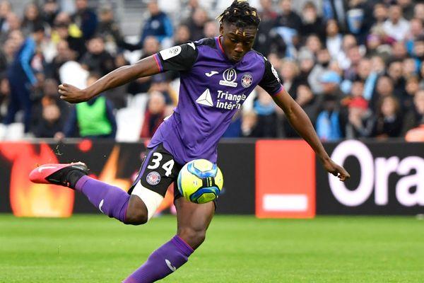 """Manu Kouadio Koné et ses coéquipiers du TFC se mobilisent pour remercier """"les héros du quotidien""""."""