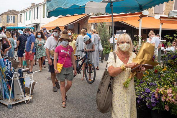 le masque est désormais obligatoire sur tous les marchés des départements du Var et des Alpes-Maritimes