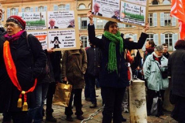 Les agriculteurs bio et leurs soutiens devant la préfecture de la Haute-Garonne