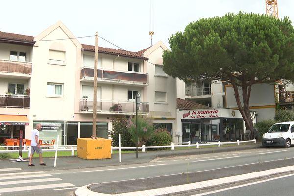 Le suspect attendait, garé dans sa voiture, dans cette rue du quartier Marracq à Bayonne ce lundi 28 juillet dans la soirée.