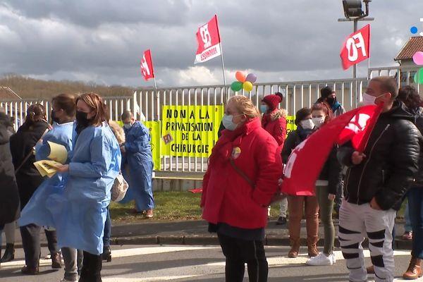 Mobilisation du personnel devant l'hôpital de Fourmies le jeudi 11 mars dernier pour protester contre la privatisation du service de chirurgie.