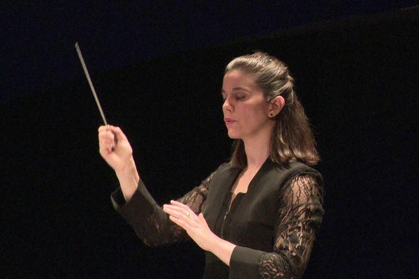 """La finaliste française du Concours International de jeunes chefs d'orchestre de Besançon, Chloé Dufresne, a reçu deux """"coups de cœur"""" : celui du public, et de l'orchestre."""