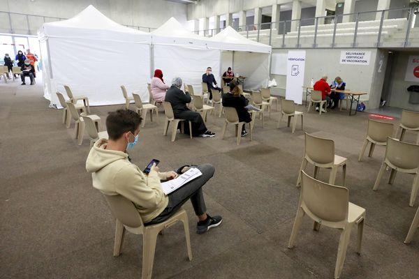 Le nombre de personnes prenant rendez-vous pour une première injection est en baisse à Nice.