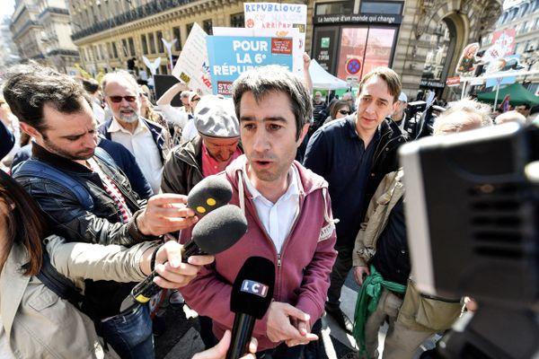 Par sa présence sur le terrain et ses coups de colère, le député picard occupe le paysage médiatique français depuis des mois.