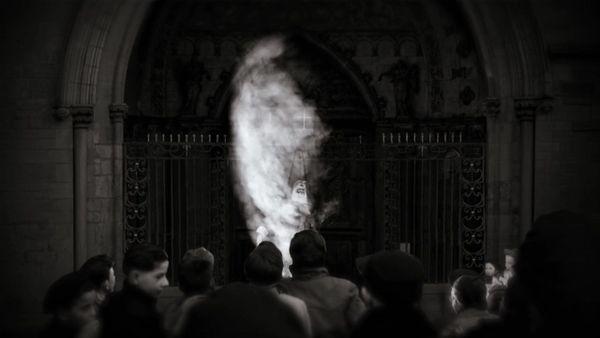 L'effigie du Père Noël brûlée devant la cathédrale de Dijon