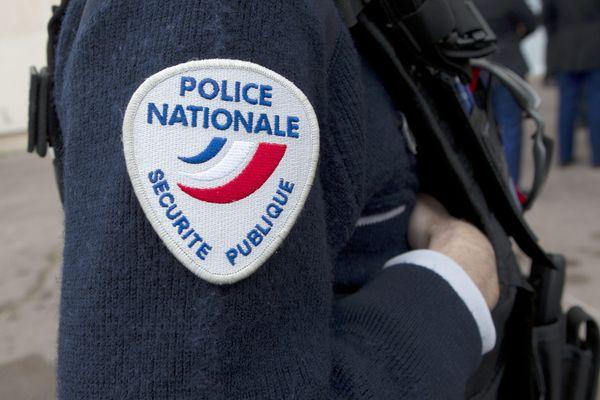 Un nouvel épisode de tension s'est produit mercredi après-midi dans le quartier des Tarterêts, à Corbeil-Essonne. Un fourgon de police a été attaqué par une trentaine d'individus armés de cocktails molotov et de mortiers d'artifices.