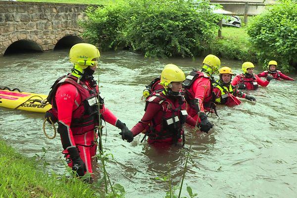 Ce sont des plongeurs qui ont retrouvé le corps de l'adolescent, après plus de 36 heures de recherches.