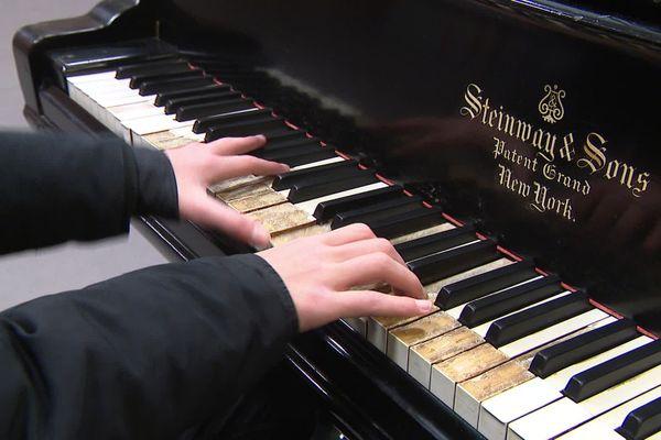 20 000 euros sont nécessaires à la rénovation du piano à queue centenaire du lycée Pasteur à Lille.