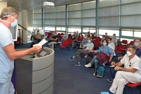 Briefing de l'équipe azuréenne dès leur arrivée dans le groupe hospitalier de Mulhouse