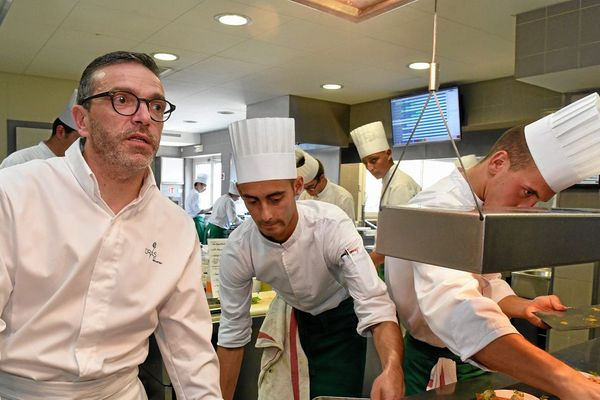 Sébastien Bras est le fils de Michel Bras qui avait fondé l'établissement le Suquet en 1992.