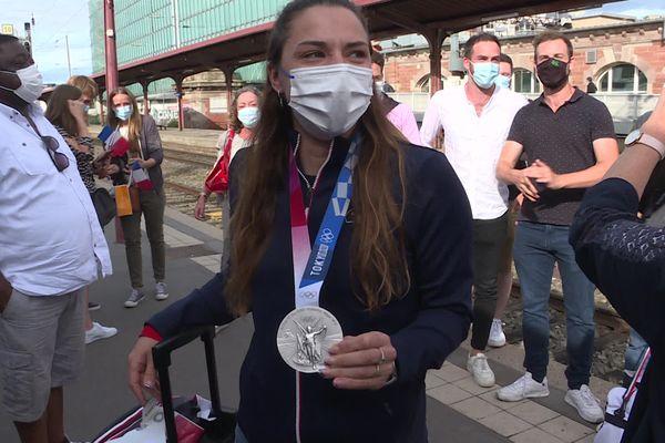 Charlotte Lembach, de retour à Strasbourg avec sa médaille d'argent, le vendredi 6 août 2021.