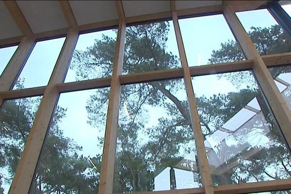 Au cœur du nouveau centre, un mur de fenêtres.