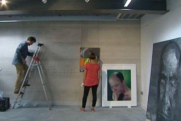 Le Fonds Régional d'Art Contemporain Auvergne installe ses oeuvres à la maison Garenne, à Saint-Sauves, dans le Puy-de-Dôme. Elles seront visibles jusqu'au 29 septembre.