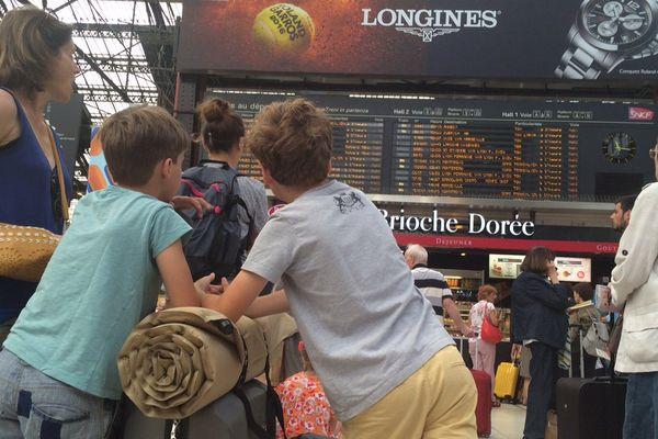 Les vacanciers sur le départ, à la gare de Lyon.