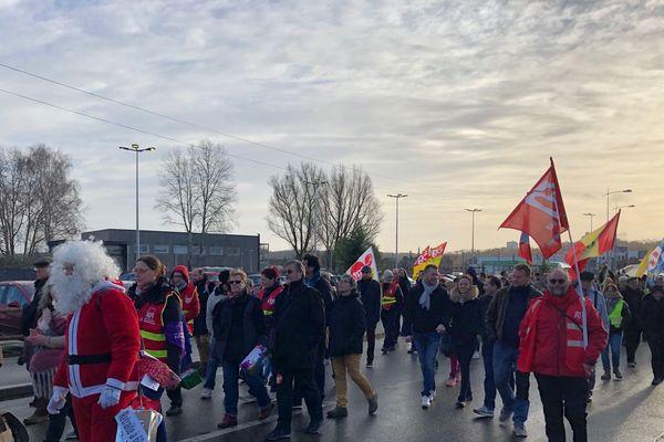 Plus de 200 personnes ont défilé ce mardi 24 décembre dans les rues de Nogent-sur-Oise contre le projet de réforme des retraites.