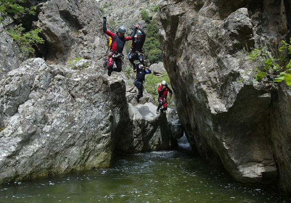 Le canyoning, un loisir spectaculaire qui fait de plus en plus d'adeptes.