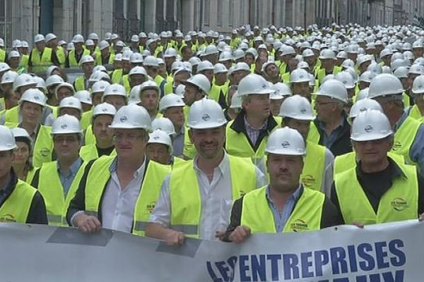 Un impressionnant cortège d'entrepreneurs de travaux publics à Besançon