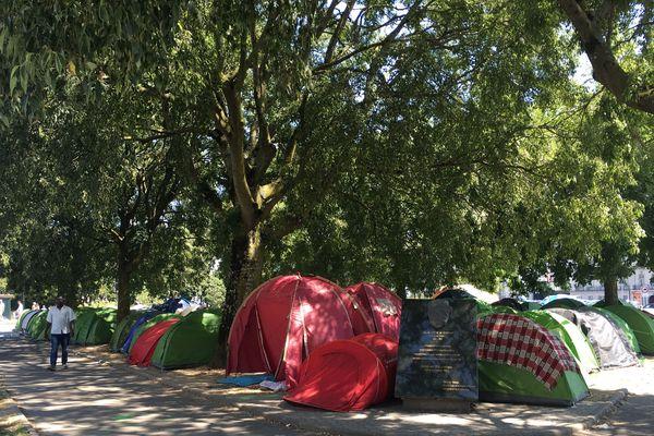 Le campement de migrants square Daviais à Nantes, le 3 août 2018