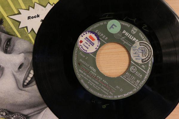Interdite par le comité d'écoute... Dixit l'étiquette collée à même le disque.