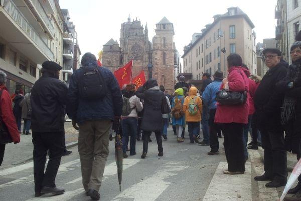 Le défilé se dirige vers la cathédrale de Rodez