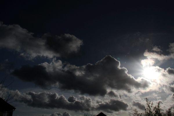 Météo en Auvergne-Rhône-Alpes : au fil de la journée du samedi 15 décembre, le soleil laisse sa place aux nuages et à la pluie pour le restant du week-end.