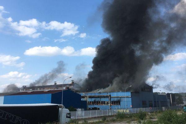 Un important incendie a ravagé l'entreprise Manoir Industries de Bouzonville (Moselle)