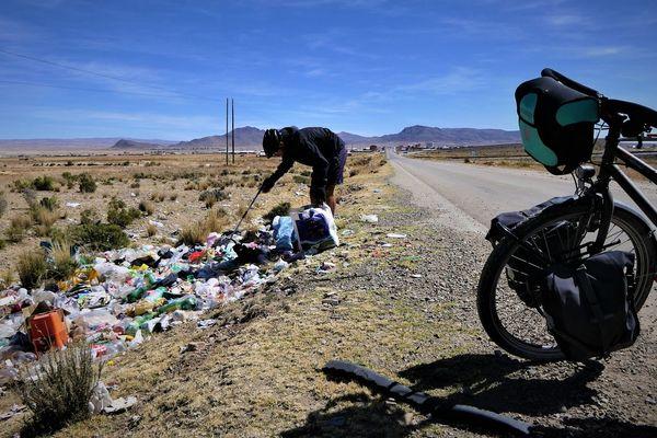 En 18 mois, Florian Danielo a parcouru 26 000 km à travers 21 pays d'Europe, d'Afrique et d'Amérique, ramassant au passage 840 kg de déchets