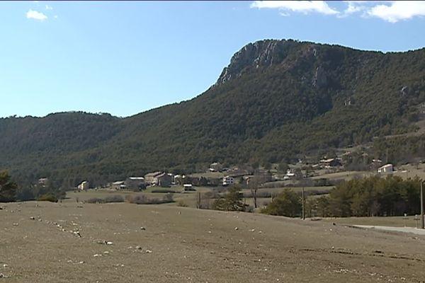 Vue générale du petit village de Séranon, au-dessus de Grasse.