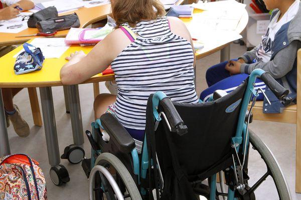 Certains classes sont aménagées pour intégrer les élèves en situation de handicap
