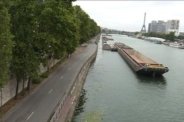 La voie Georges Pompidou était fermée à la circulation lundi entre la sortie de Boulogne et le pont Bir-Hakeim.