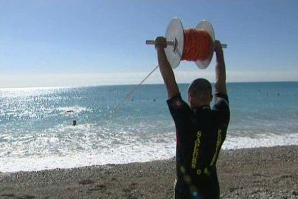 Entraînements et recrutements pour les sapeur-pompiers saisonniers sur la plage de Cagnes-sur-Mer.