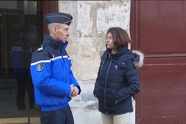 Rencontres entre gendarmes et civils à la mairie de Senlis