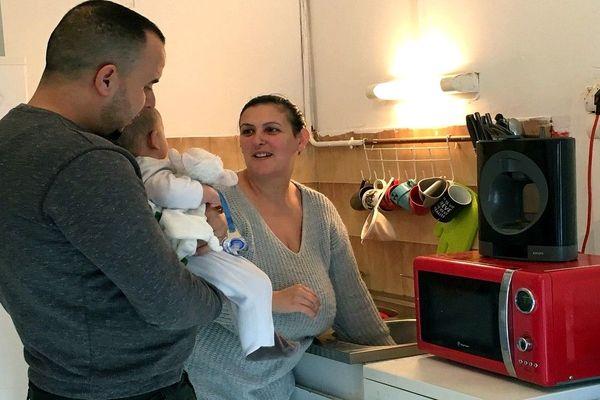Un couple et un bébé de 5 mois subissent une invasion de cafards dans leur appartement