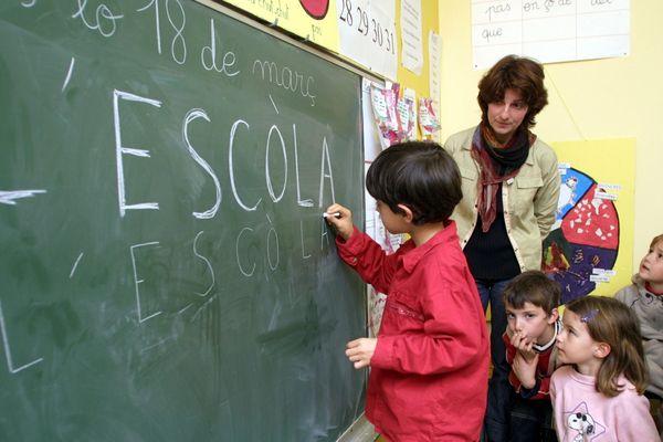 L'enseignement de l'occitan s'enseigne parfois dès le plus jeune âge notamment dans des calendretas.