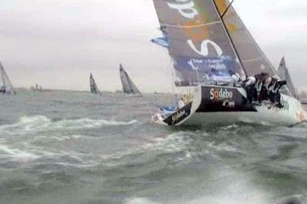 L'équipe Sodebo de Thomas Coville, au large de Boulogne samedi.