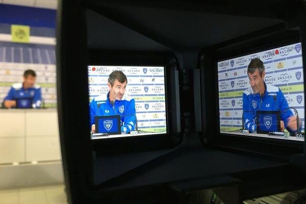L'entraîneur bastiais Ruis Almeida lors de la conférence de presse d'avant-match OM-SCB, samedi soir (21h) pour la 38e et dernière journée de Ligue 1