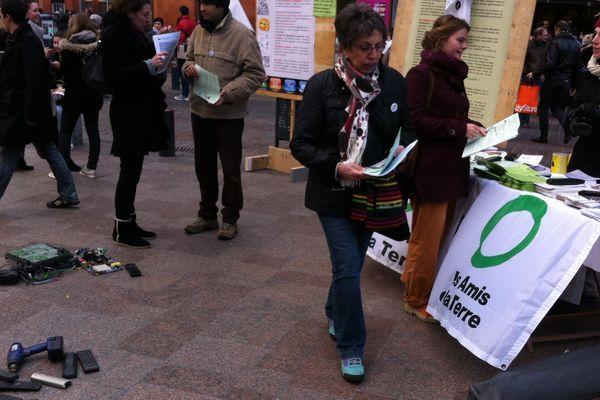 Un stand, en plein centre ville pour sensibiliser le public.